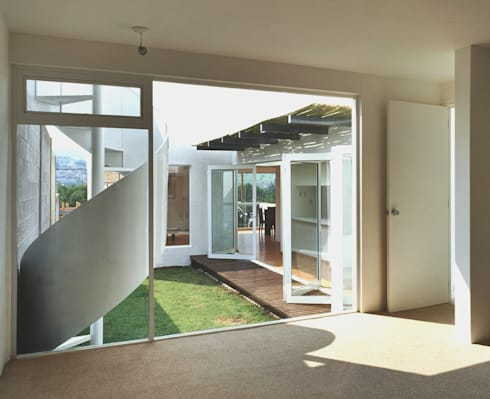 CaSA CORTINA: Jardines de estilo moderno por CoRREA Arquitectos