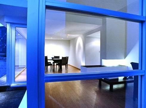 CaSA CORTINA: Comedores de estilo moderno por CoRREA Arquitectos