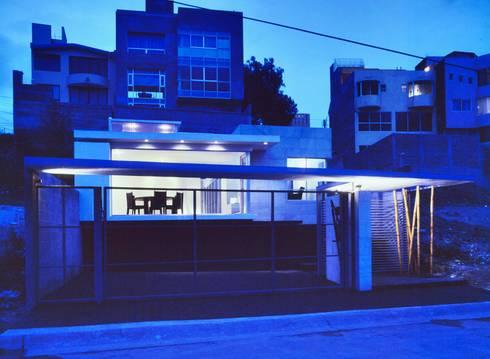 CaSA CORTINA: Casas de estilo moderno por CoRREA Arquitectos