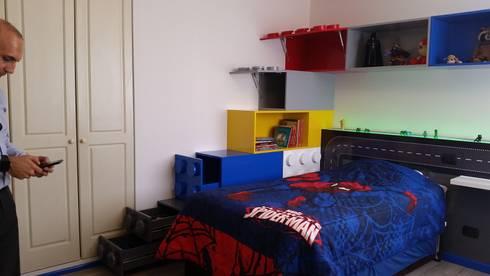 DORMITORIO LEGO: Dormitorios infantiles  de estilo  por ARKILINEA
