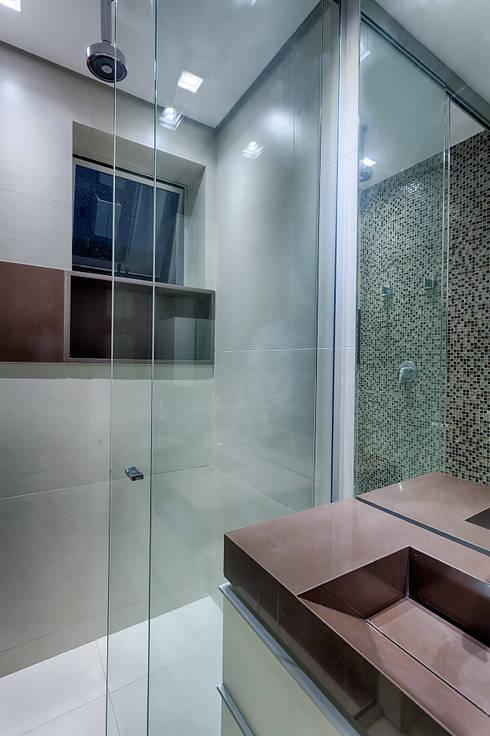 Baños de estilo  por Emmanuelle Eduardo Arquitetura e Interiores