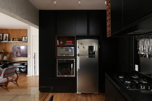 Apartamento FF: Cozinhas modernas por Studio Novak