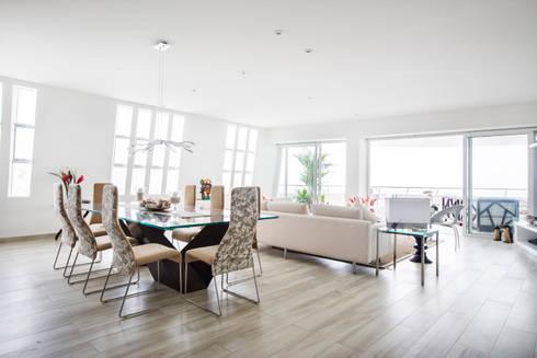 Sala-comedor: Comedores de estilo moderno por Carughi Studio