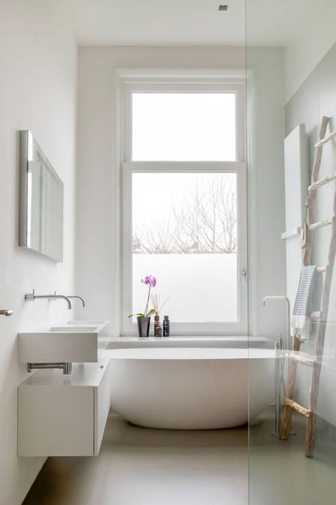 Salle de bains de style  par choc studio interieur