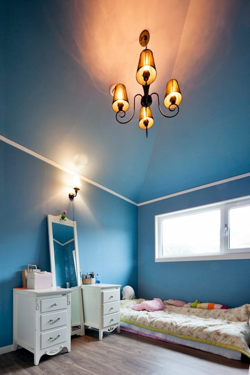 이웃과 함께하는 전원생활 (용인 고기동 주택): 윤성하우징의  침실