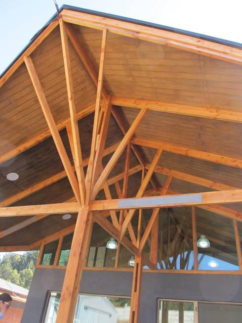 Plaza de Peaje Tomeco : Edificios de Oficinas de estilo  por +ARQ