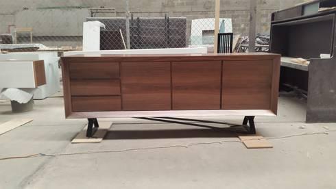 Buffet de nogal: Comedor de estilo  por DSeAl muebles de fábrica a la medida.