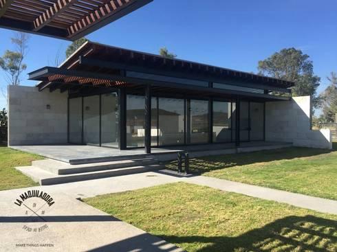 Rancho XAQRO: Casas de estilo moderno por La Maquiladora / taller de ideas