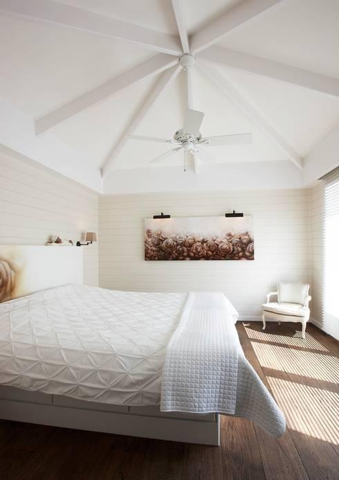 Landelijke woning MiCasa: landelijke Slaapkamer door Brand BBA I BBA Architecten