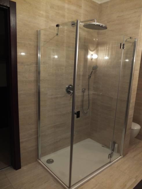 Forest Lodge: modern Bathroom by Black Oak Builders Ltd.