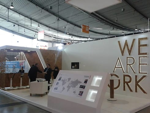 Stand MA Silva – Estugarda – Alemanha: Centros de exposições  por Ar Studio Architects