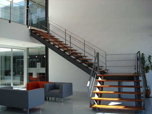 CATARI – Indústria de equipamentos metálicos SA: Escritórios  por Ar Studio Architects