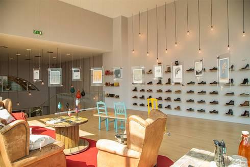The Feeting Room - Arrábida shopping: Escritório e loja  por Ar Studio Architects