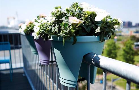Corsica Flower Bridge 30 cms: Balcones y terrazas de estilo moderno por Elho México