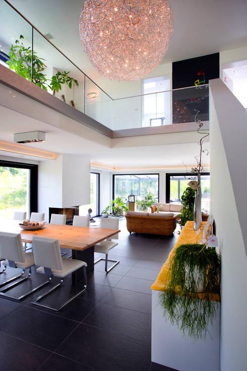mediterranean Dining room by Klaus Geyer Elektrotechnik