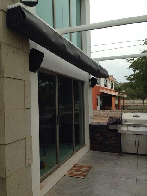 PALILLERIA ZEN PARED-PORTERIA (2 PATAS) Sistema retractil: Jardín de estilo  por GAVIOTA MEXICO