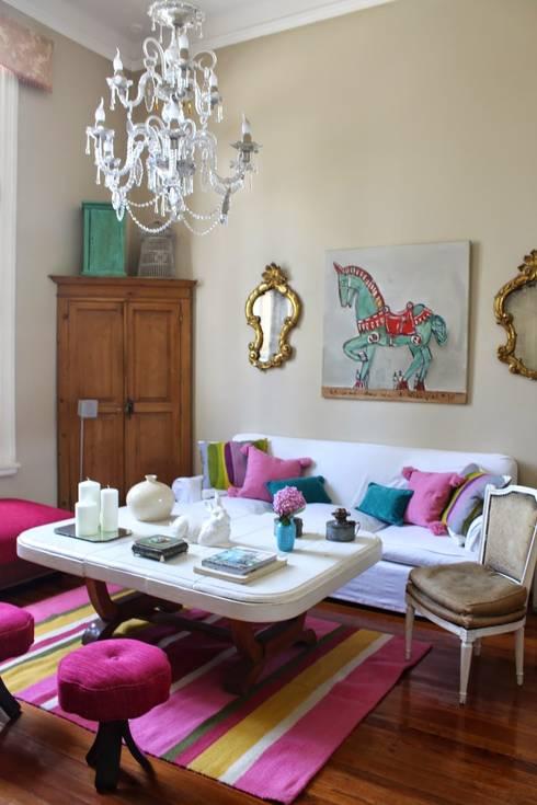 Marcela: Paredes y pisos de estilo moderno por Elementos Argentinos