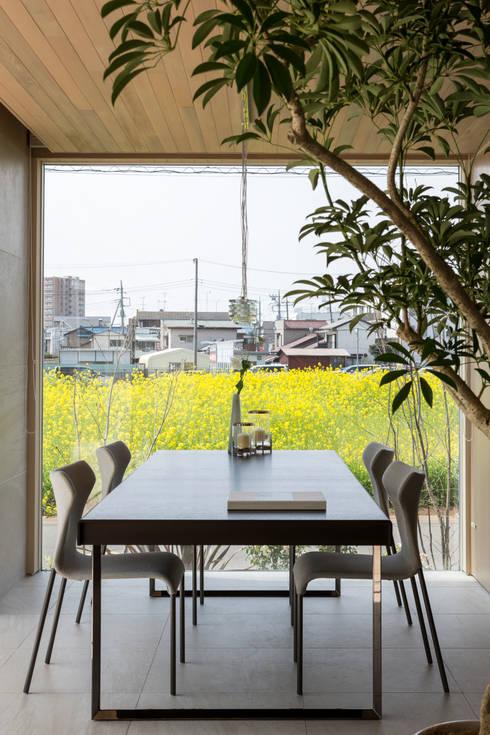 LDK+庭部屋 | VILLA on the park | ML庭特集掲載の高級邸宅: Mアーキテクツ|高級邸宅 豪邸 注文住宅 別荘建築 LUXURY HOUSES | M-architectsが手掛けたリビングです。