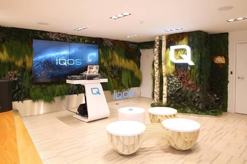 Loja IQOS - Projeto Greenarea: Lojas e espaços comerciais  por Traços Interiores