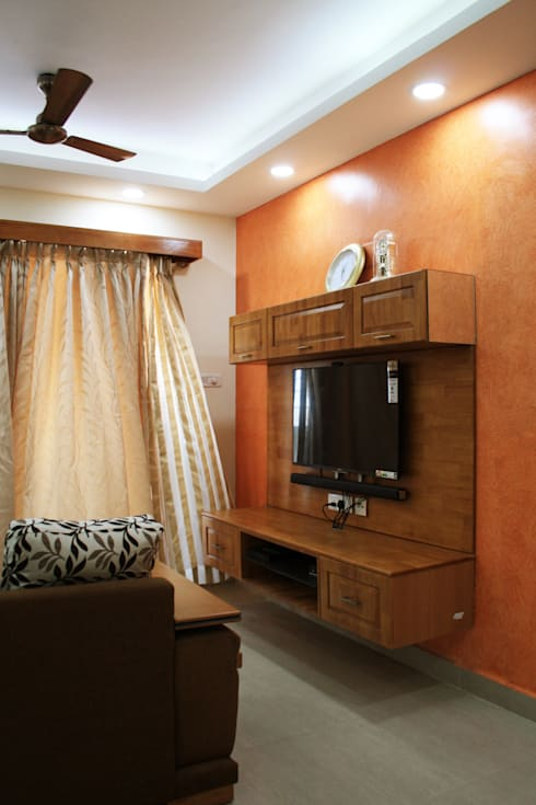 Appasamy Mapleton pallikaranai..:  Living room by Ashpra Interiors