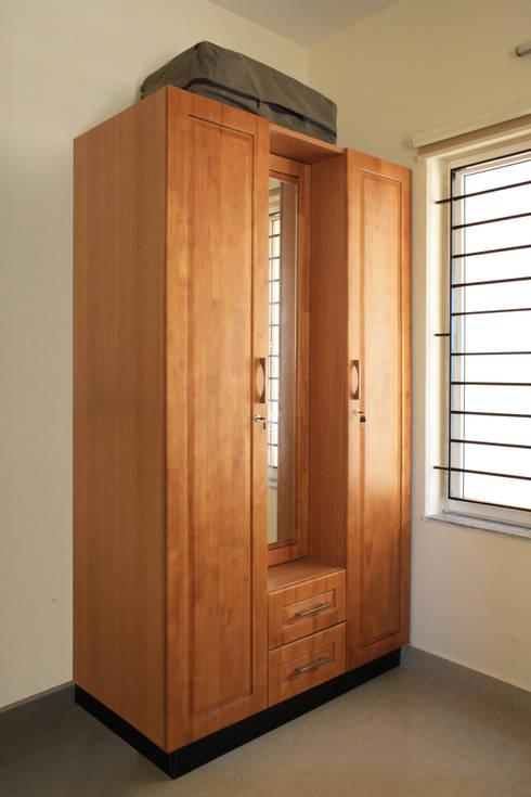 Appasamy Mapleton pallikaranai..:  Dressing room by Ashpra Interiors