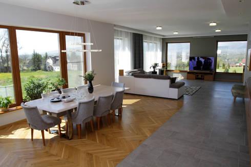 Otwarta przestrzeń: styl , w kategorii Jadalnia zaprojektowany przez in2home