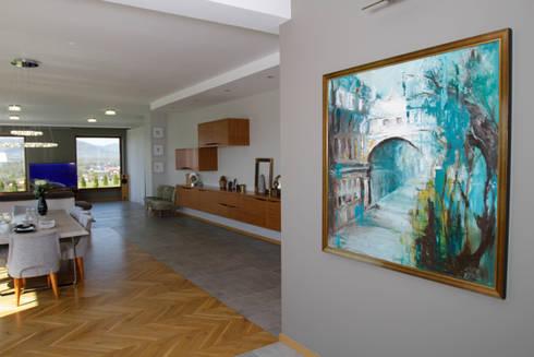 Obraz na pierwszym planie: styl , w kategorii Ściany zaprojektowany przez in2home