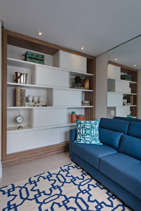 Home Theater: Sala de estar  por Branca Vieira Arquitetura e Design
