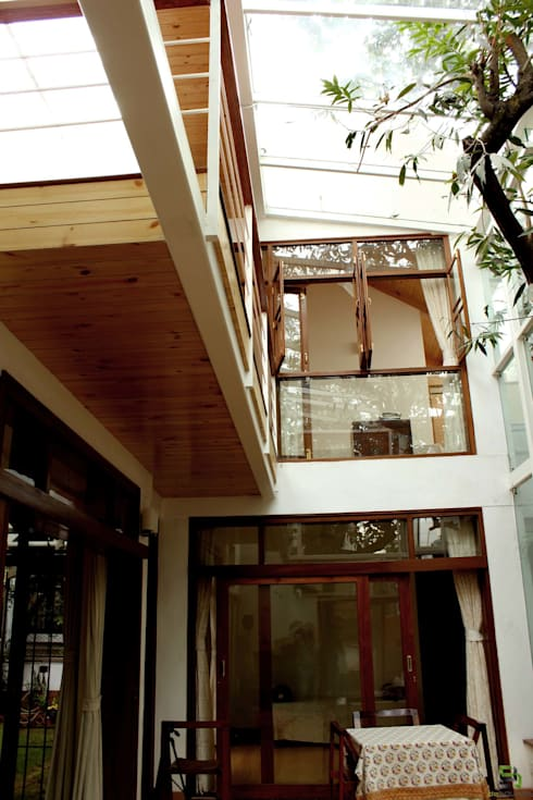 "the ""court"" house:  Terrace by de square"