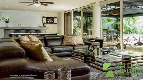 Residencia P-L: Salas de estilo clásico por AIDA TRACONIS ARQUITECTOS EN MERIDA YUCATAN MEXICO