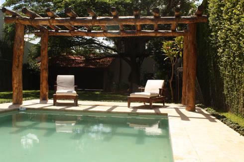 Residencia P-L: Albercas de estilo clásico por AIDA TRACONIS ARQUITECTOS EN MERIDA YUCATAN MEXICO