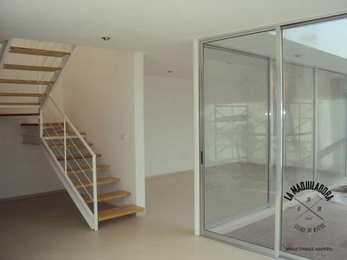 Conjunto Zen House: Salas de estilo minimalista por La Maquiladora / taller de ideas