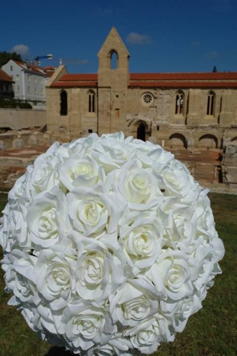 Exposição São Rosas… Mosteiro de Santa Clara à Velha e Museu Nacional Machado de Castro : Arte  por MB Design de Interiores