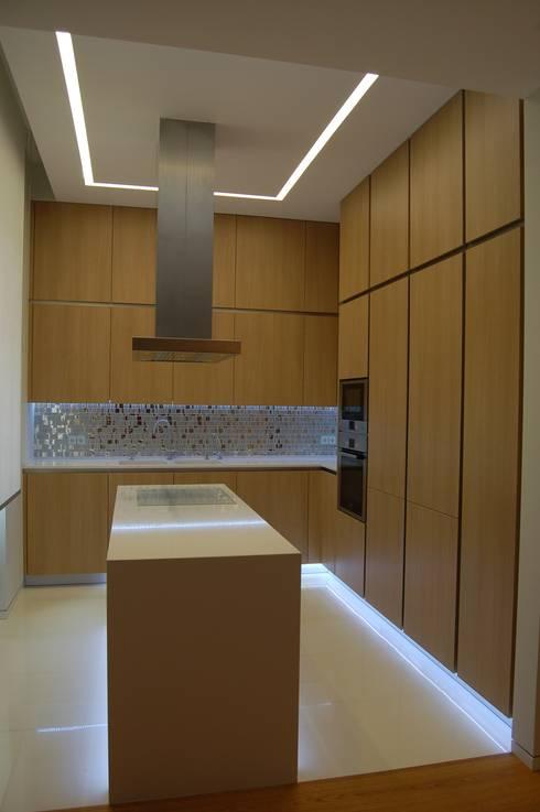 Depois:   por Archiultimate, architecture & interior design