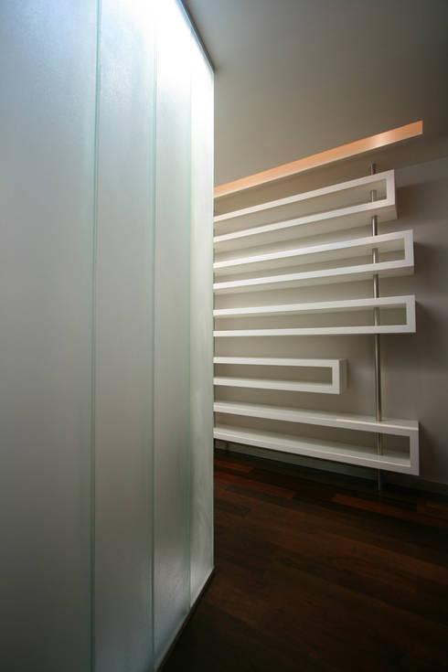 Copo - RIMA Arquitectura: Pasillos y recibidores de estilo  por RIMA Arquitectura