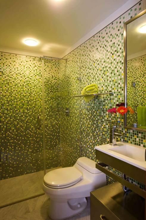 Apartamento 93-A: Baños de estilo  por Objetos DAC