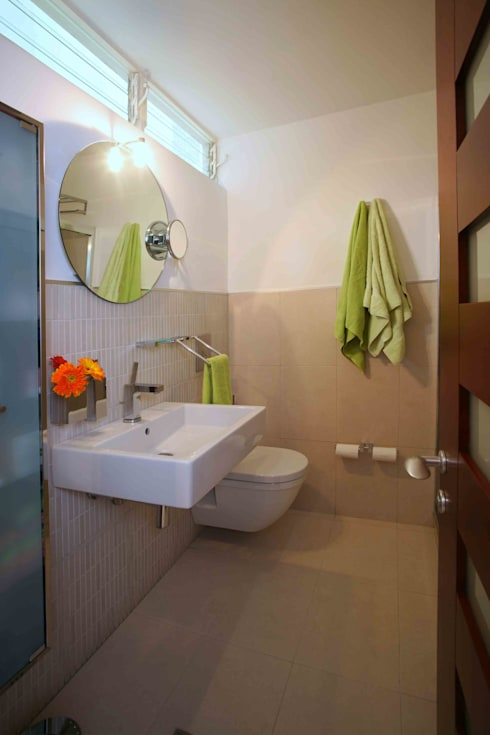 Apartamento 13A: Baños de estilo moderno por Objetos DAC