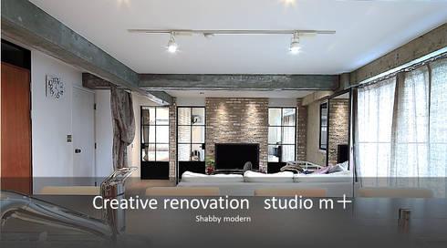 シャビーシック: studio m+ by masato fujiiが手掛けたリビングです。