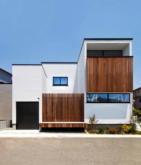 吹抜け螺旋階段の家: 遊友建築工房が手掛けた家です。