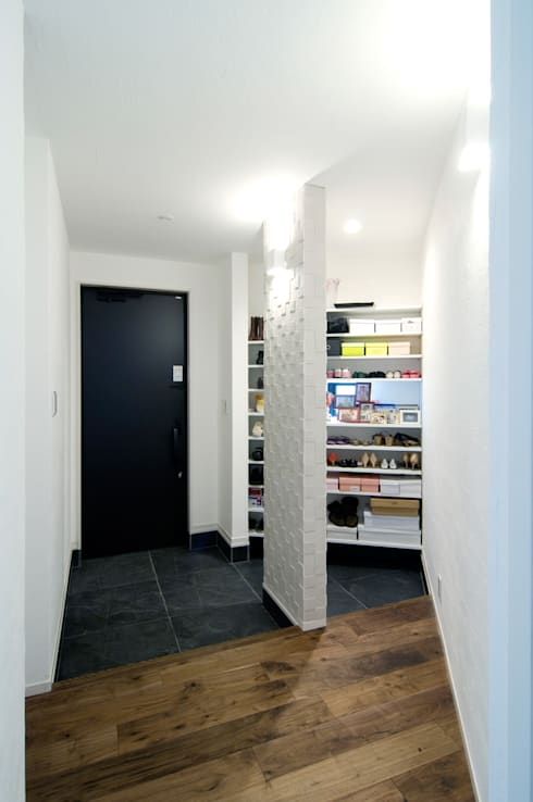 吹抜け螺旋階段の家: 遊友建築工房が手掛けた廊下 & 玄関です。