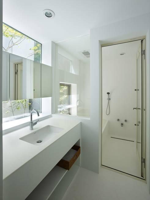modern Bathroom by 藤原・室 建築設計事務所