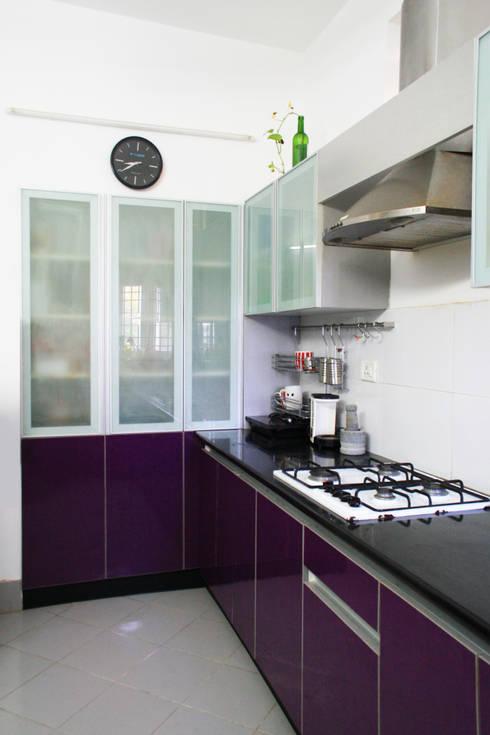 THIRUVANMAYUR BEACH HOUSE..:  Kitchen by Ashpra Interiors