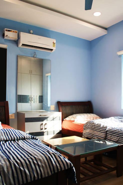 THIRUVANMAYUR BEACH HOUSE..:  Bedroom by Ashpra Interiors