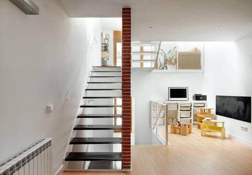 51pia reforma de casa entre medianeras al centro de for Casa moderna ristrutturata