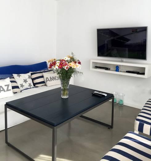 Salas / recibidores de estilo  por VETA & DISEÑO