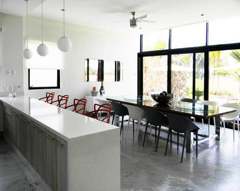 Villa Amanda, Acapulco: Cocina de estilo  por MAAD arquitectura y diseño