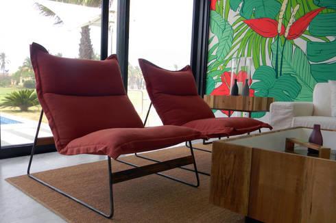 Villa Amanda, Acapulco: Salas de estilo ecléctico por MAAD arquitectura y diseño