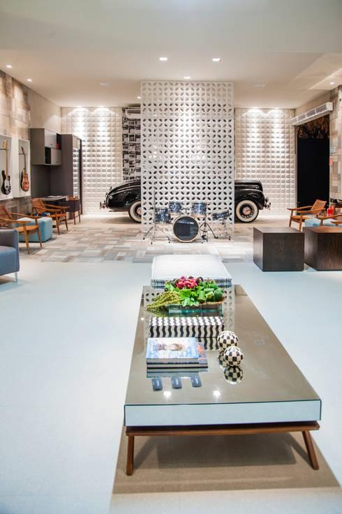 Garajes de estilo  por Carolina Mota - Arquitetura, Interiores e Iluminação