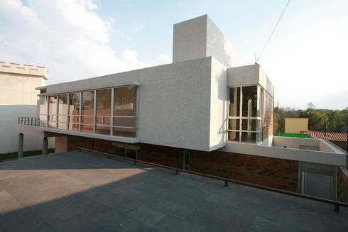 Casa Bosques 1 - RIMA Arquitectura: Casas de estilo moderno por RIMA Arquitectura