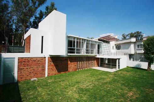 Casa Bosques 1: Casas de estilo moderno por RIMA Arquitectura